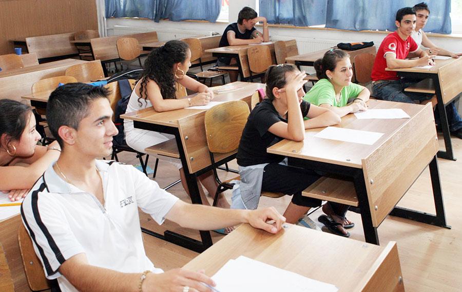 Tinerilor români li se vor recunoaşte studiile în străinătate mai repede