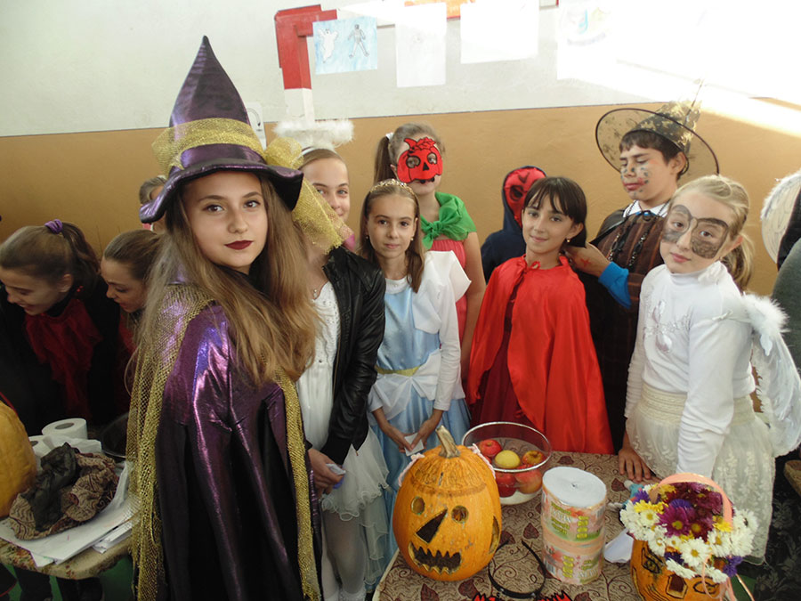 Halloweenul a atras elevi de toate vârstele
