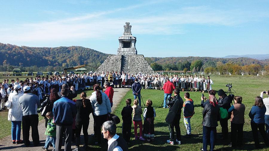 Manifestarea a demarat în fața monumentului lui Tudor Vladimirescu, locul cel mai reprezentativ al comunei Padeș