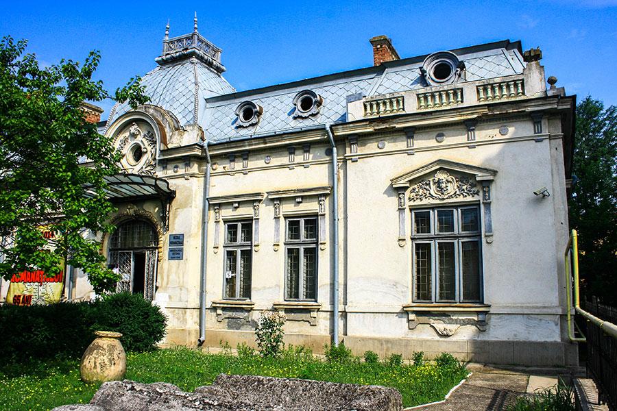 Clădire de patrimoniu, ridicată de Iancu Dobruneanu-fratele lui Ştefan, nepotul lui Iancu Jianu, la sfârşitul secolului al XIX-lea, în Caracal