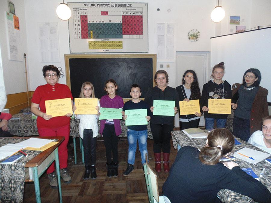 Eforturile elevilor au fost răsplătite cu diplome şi premii