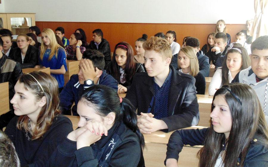 Elevii au îmbrăţişat din plin manifestările dedicate lui Mihai Eminescu