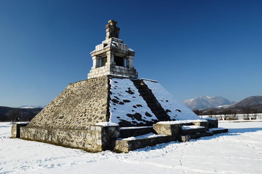 Monumentul de la Padeș amintește de cele întâmplate cu 196 de ani în urmă, într-un ianuarie friguros