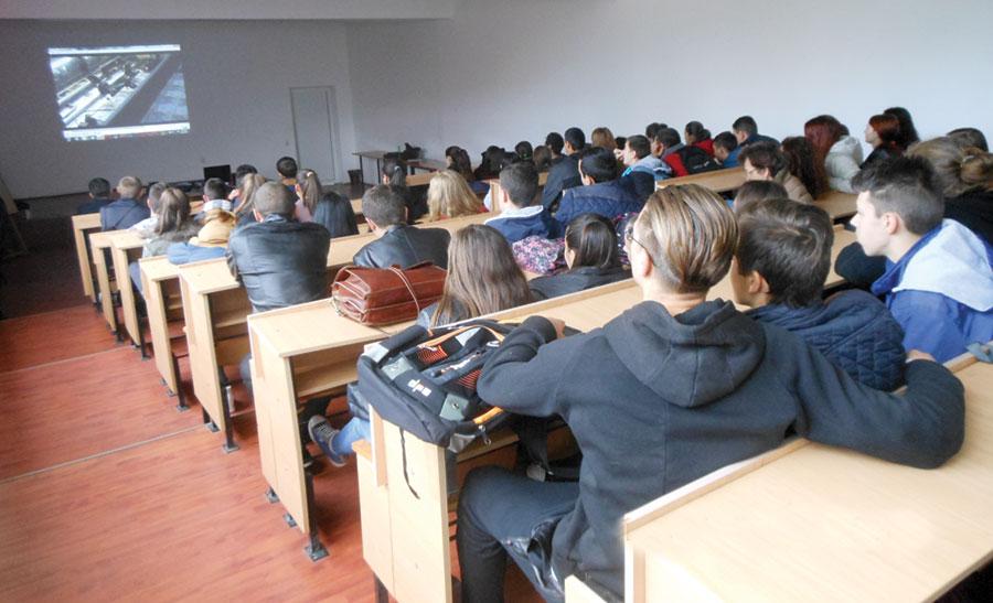 Elevilor le-au fost prezentate filmulețe educaționale de pe site-ul BNR