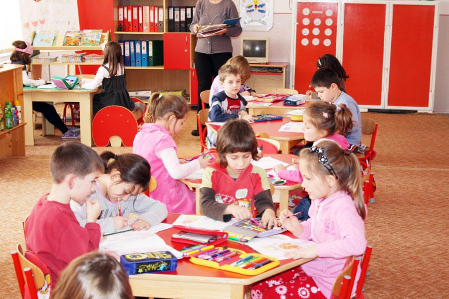 Peste 2000 de copiii din Gorj vor fi ajutaţi să frecventeze grădiniţa