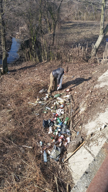 Potrivit programului, se adună săptămânal gunoaiele de pe domeniul public al comunei Fărcășești