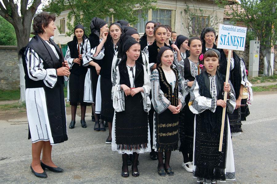 Ansamblul Artistic Stănești participă la acțiuni culturale atât în localitate cât și în județ