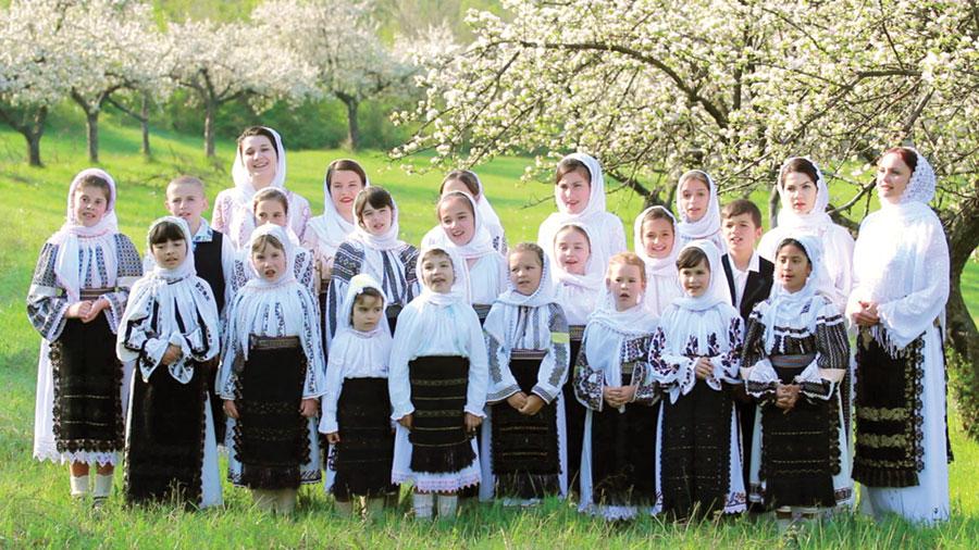 """Grupul folcloric """"Bordeiașul"""", un mănunchi de voci curate și frumoase"""