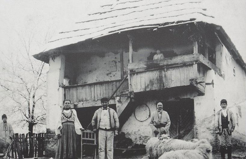 Casă țărănească din Gorj, 1/4 sec. XX. Colecția Muzeului Olteniei Craiova.