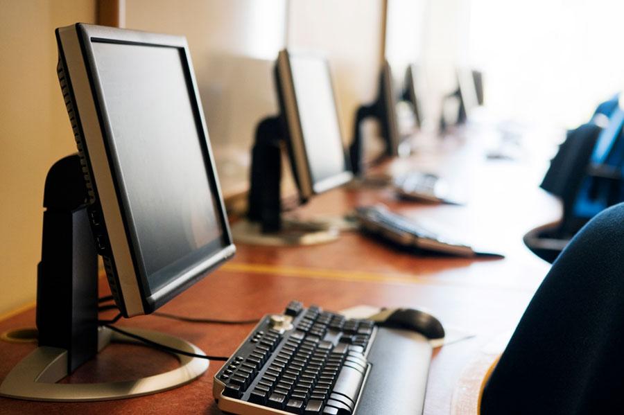 Tinerii pot avea un calculator cu sprijin guvernamental