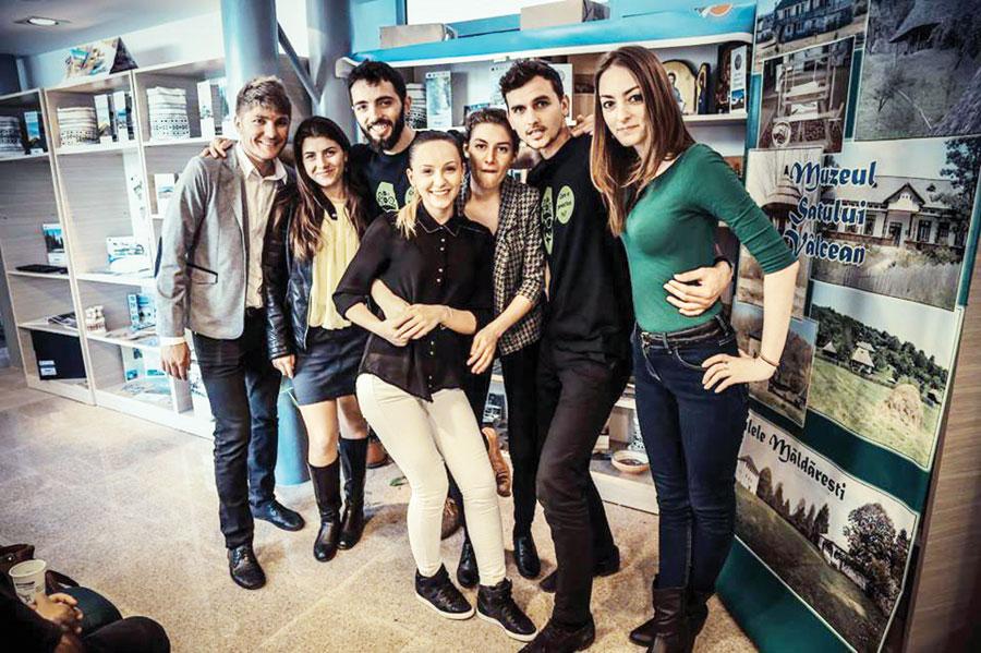Zig Zag e un grup de tineri antreprenori, cu vârste între 22 şi 29 de ani, din regiunea Moldovei