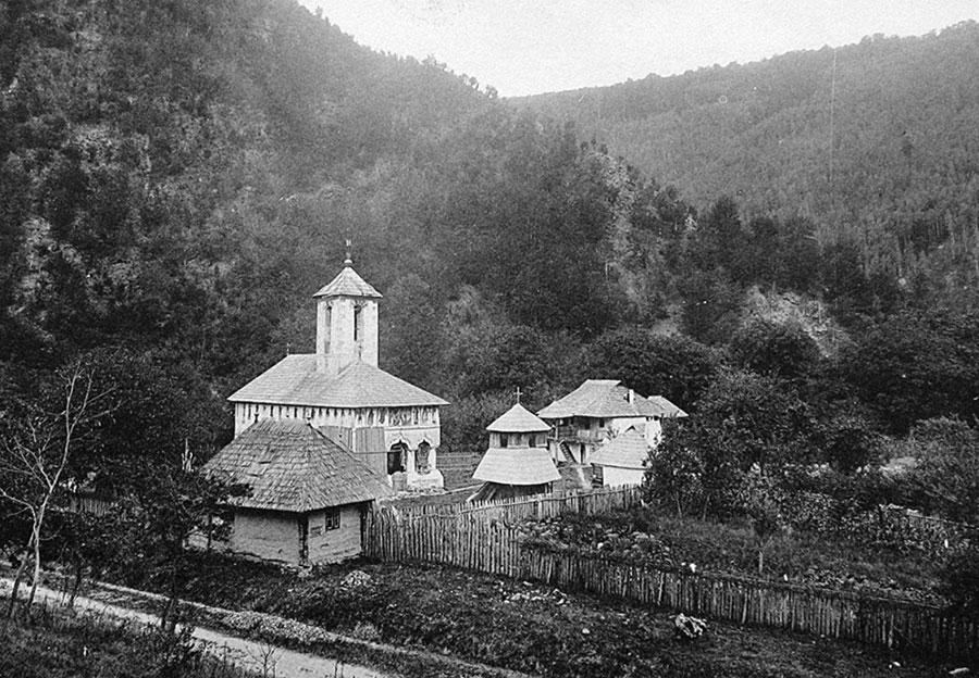Iată cum arăta actuala Mânăstire Lainici la 1900