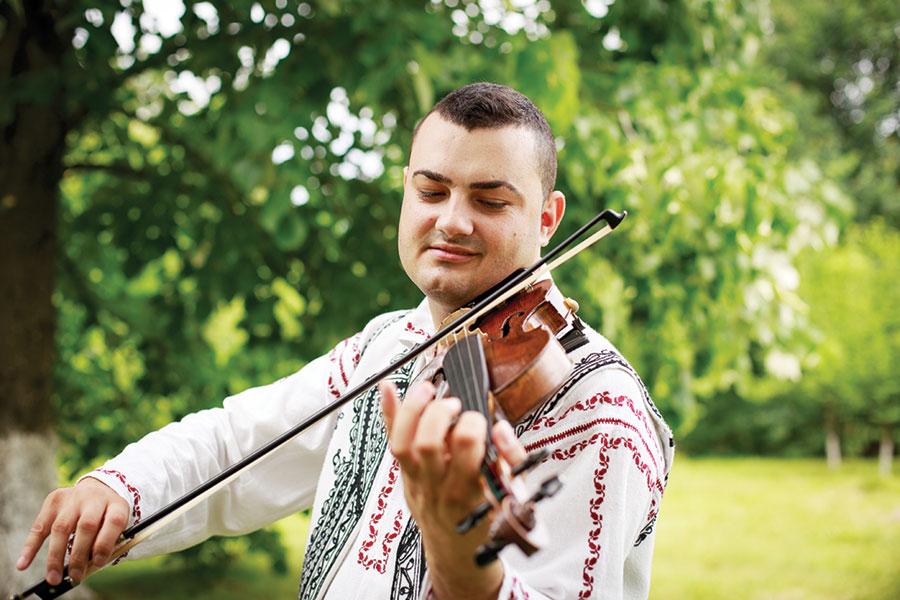 """Marius Florea: """"Fiecare piesă pe care o creez reprezintă o filă din viața mea"""""""