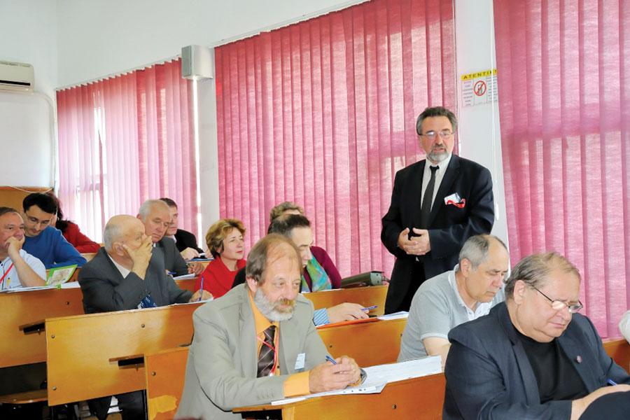Profesorul universitar Toader Nicoară a fost unul dintre cei care au conferenţiat în faţa profesorilor din toată ţara