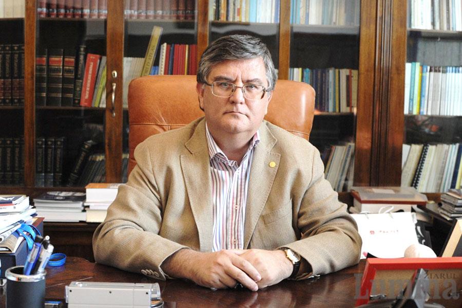 Deși un mandate foarte scurt, ministrul Mircea Dumitru a decis organizarea de concursuri pentru directori