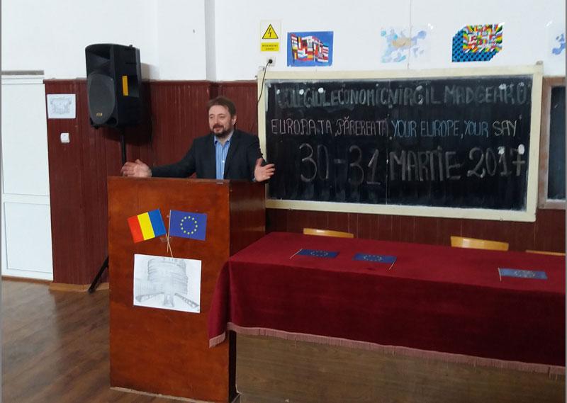 Cristian Pârvulescu s-a întâlnit cu elevii de la CEVM