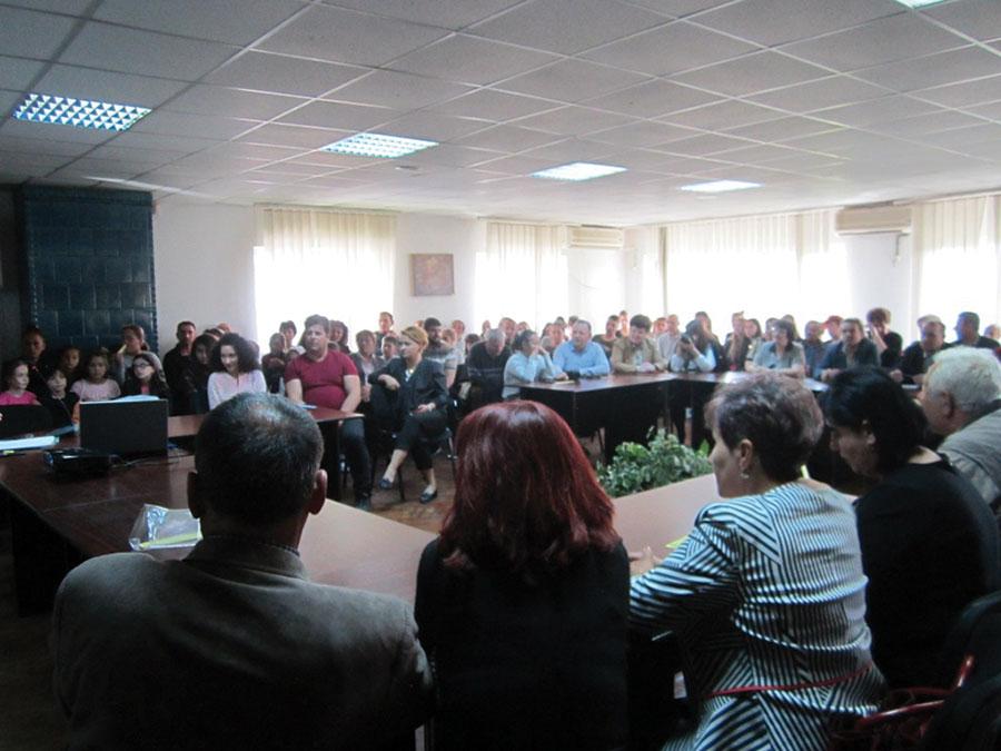 Succes Sala de festivități a orașului Târgu Cărbunești s-a dovedit neîncăpătoare pentru iubitorii de carte